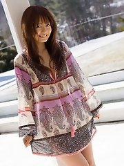 Hot Japanese model Rina likes stripping