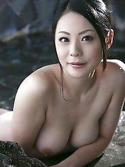 Mature and beautiful Japanese av idol Nana Aida goes to hot springs and shows her busty tits - Nana Aida
