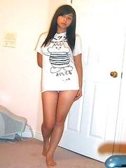 Amateur outdoor Asian babes pics